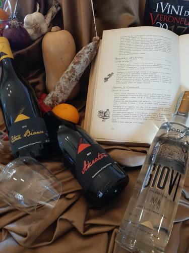 20200223_130236-giovi-distilleria-galleria-bottiglie-botti-vino-grappa-acqueviti-sicilia-vodka