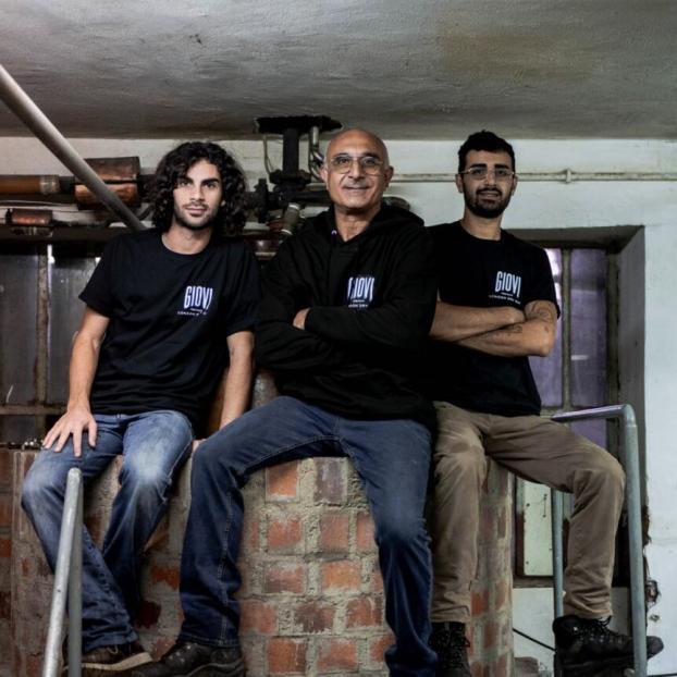 Sfondo Home (2)-distilleria-giovi-valdina-messina-distillati-etna-vodka-london-dry-gin-vigneti-vigna-rifugio