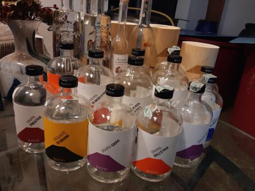 20191230_165234-giovi-distilleria-galleria-bottiglie-botti-vino-grappa-acqueviti-sicilia-vodka