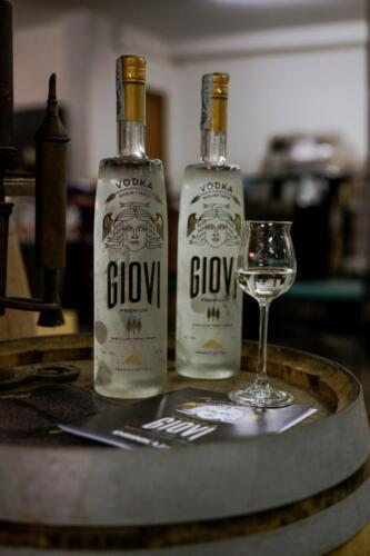 GIG00285-distilleria-giovi-valdina-messina-distillati-etna-vodka-london-dry-gin-vigneti-vigna-rifugio